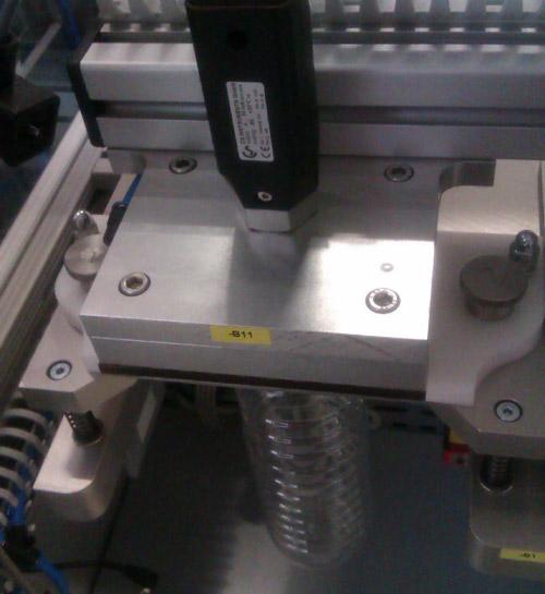 robotergestützter Dichtigkeitsprüfung für PET-Flaschen