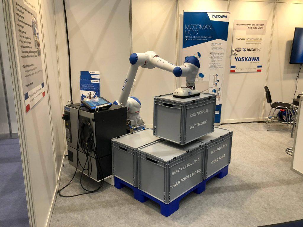 Cobot bewegt schwere Kunststoff-Container